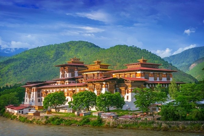 14-Day Private Extensive Sightseeing Bhutan Tour from Paro