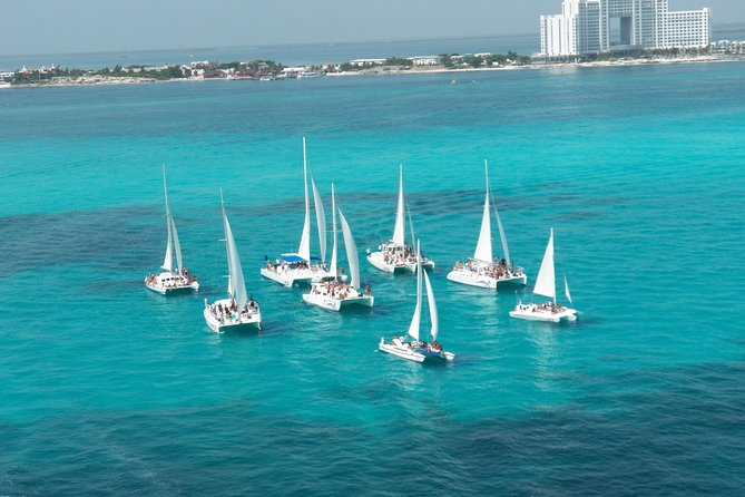 Catamaran isla mujeres sailing day.