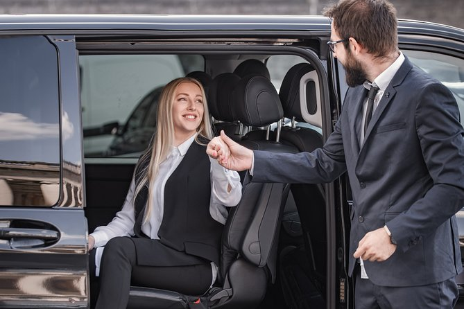 Private transfer from BRU Airport to Bruges with Mercedes V class 7 pax