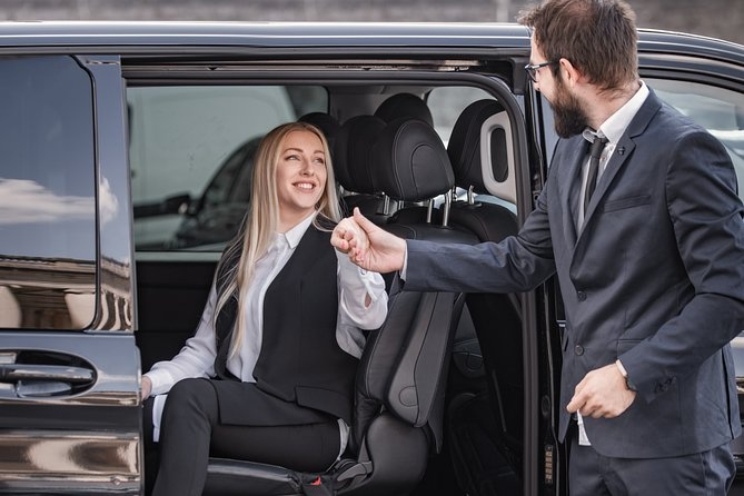 Private transfer from BRU Airport to Brussels city with Mercedes V class 7 pax