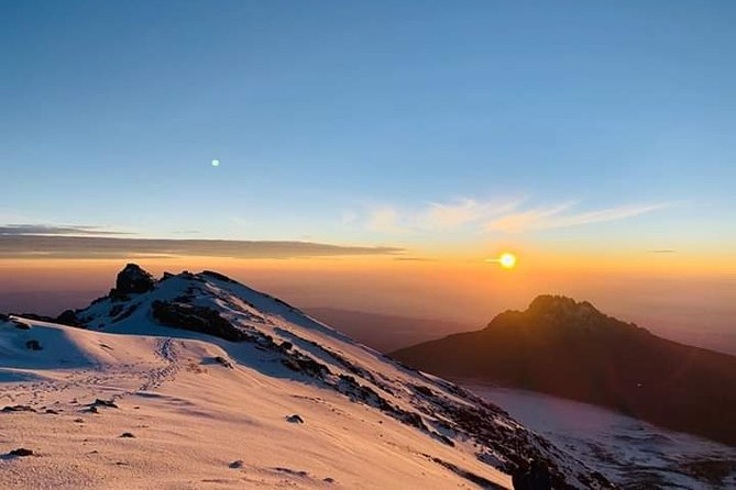 Kilimanjaro Trekking 7Days 6Night Lemosho Route