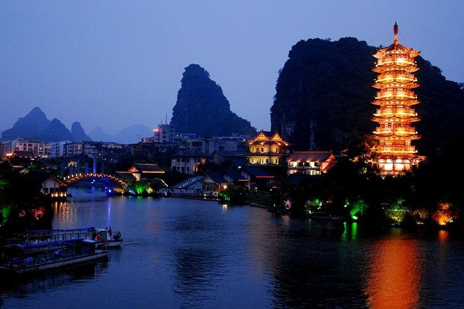 Guilin Night Lake Cruise Tour with Local Dining Experience