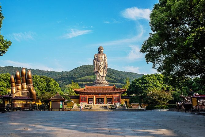 Wuxi Private Day Tour with Lingshan Buddhist Scenic Spot and Nianhua Bay Village