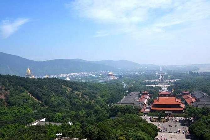 Wuxi Private Day Tour with Lingshan Buddhist Scenic Spot and Sanguo City
