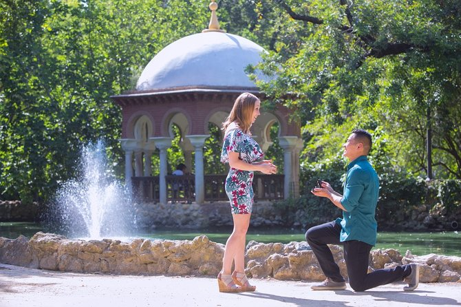 1 Hour Secret Proposal with Candid Photos in Barcelona