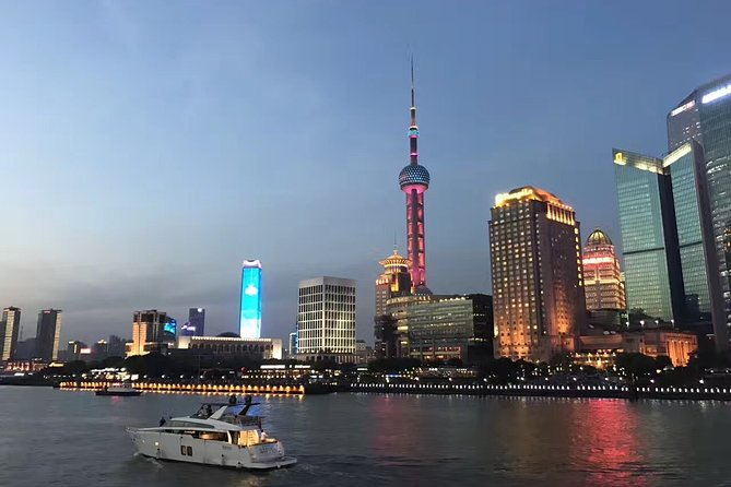 Private Tour of Shanghai Night View and Dinner in Oriental Pearl Tower