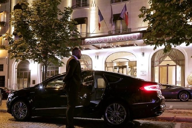Round-trip private transfer from Paris Charles de Gaulle (CDG) to Paris