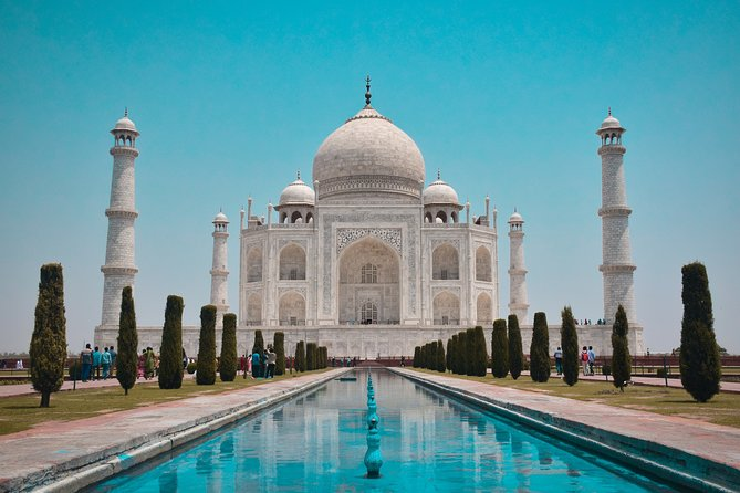 Taj Mahal Private Day Tour with Guide and Entrances from Delhi