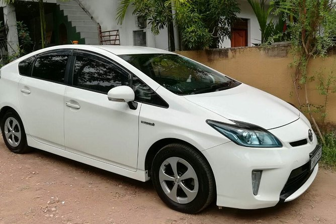 Colombo Airport (CMB) to Kaudulla City Private Transfer