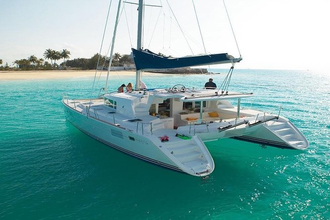 The best tour to Isla Mujeres on board a Catamaran, open bar and lunch included