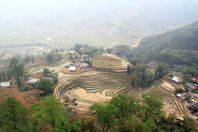 Sapa Trekking 3D/2N from Hanoi: trekking villages, hotels, homestay & Luxury bus