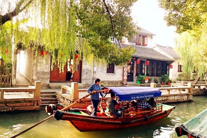 Tongli Water Town Private Day Trip from Shanghai with Tuisi Garden and Boat Ride