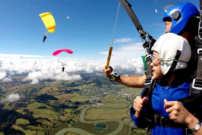 16,000 Feet Tandem Skydive Experience