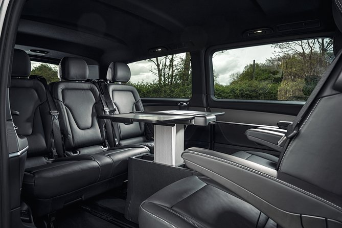 Dublin Airport Transfers : Dublin City to Dublin Airport DUB in Luxury Van