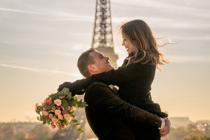 Private Guided Photoshoot Experience at the Eiffel Tower
