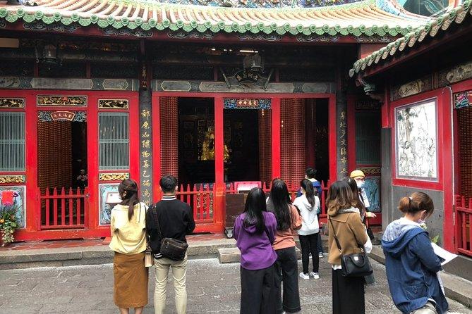 Ni Hao Taipei: CKS Memorial Hall and Longshan Temple Tour