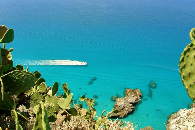 Exclusive boat tour in Tropea, only you and your family. CovidFree boat