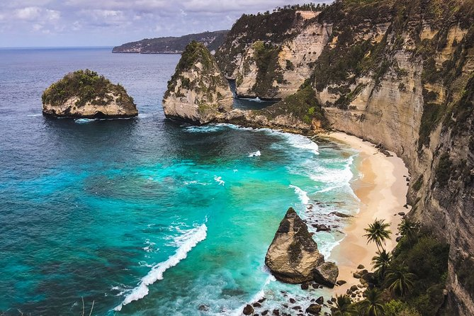 Tour East Nusa Penida : Diamond Beach, Atuh Beach, Tree House, Giri Putri Temple