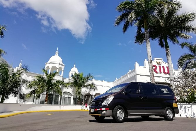Private transfer from Arenal or La Fortuna to Hotel RIU up to 5 passengers