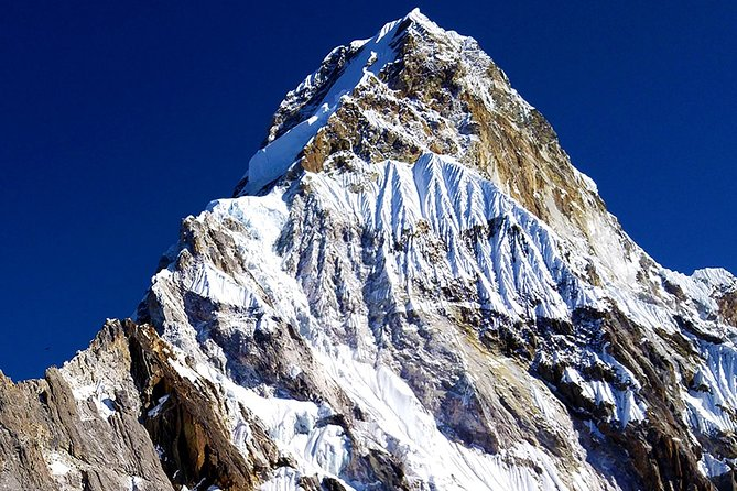 Trek To Aam Dablam Base Camp – 12 DAYS