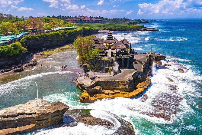 Private Tour to Explore Amazing of Ubud and Rock Temple of Tanah Lot Temple