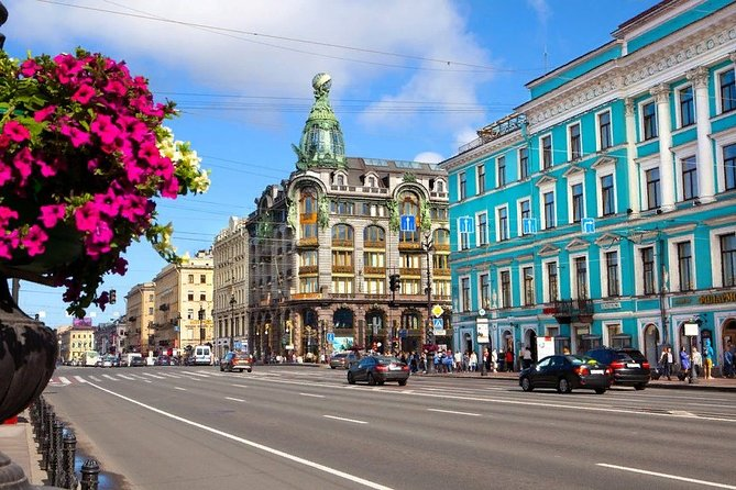 Visa FREE Full 1-day Mini-group Shore Tour: City Highlights + Metro + Peterhof