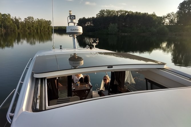 Boat rental with Skipper from Giverny to Meulan en Yvelines