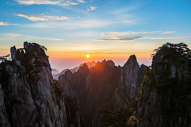 3-Day Mount Huangshan Private Tour with Hongcun Village and Tunxi Old Street