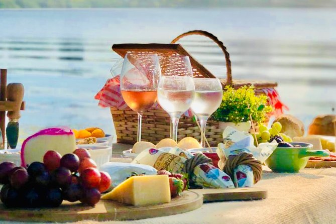Wine & Cheese Picnic at Lagoa Rodrigo de Freitas