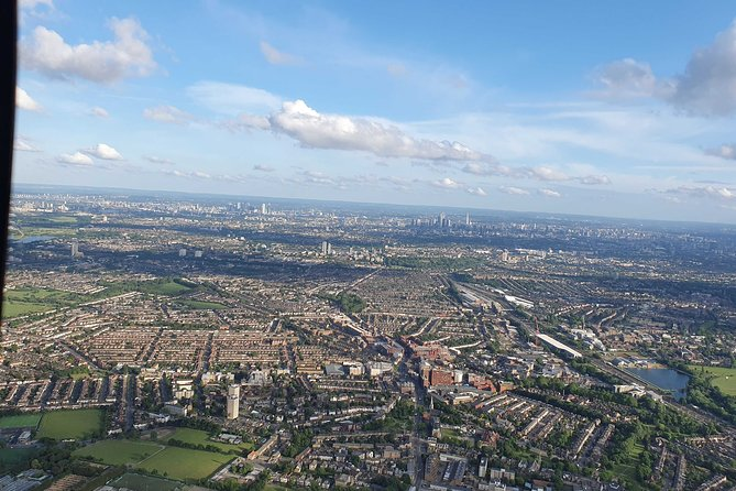 1-Hour Sightseeing Flight around London