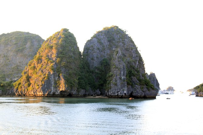 Halong Luxury Cruise 2D/1N: Kayaking, swimming, Titop island, Surprise cave photo 3