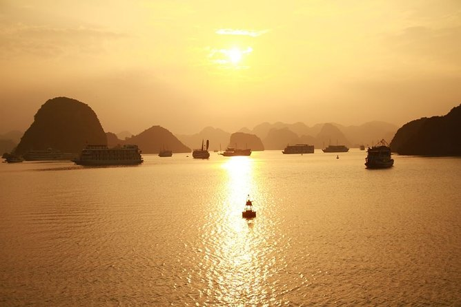 Halong Luxury Cruise 2D/1N: Kayaking, swimming, Titop island, Surprise cave photo 7