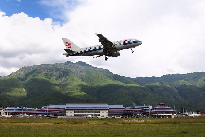 Private Lijiang Sanyi International Airport Departure Transfer from City Hotels