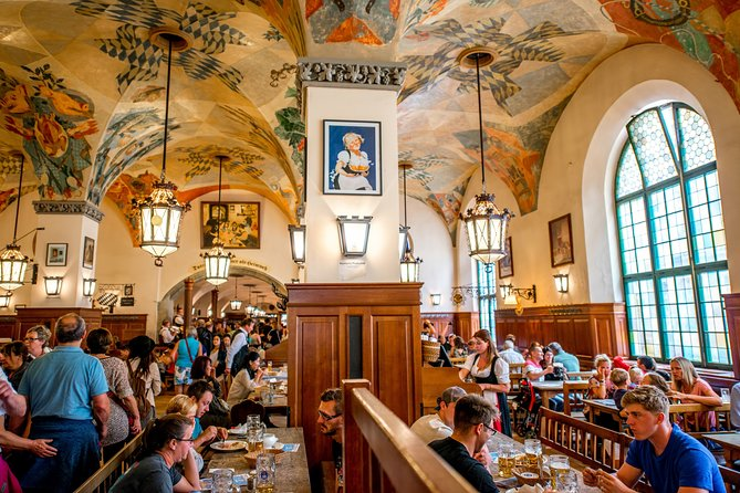 Free Beer and Lunch: Private Munich Beer Hall Hopping & Oktoberfest Museum