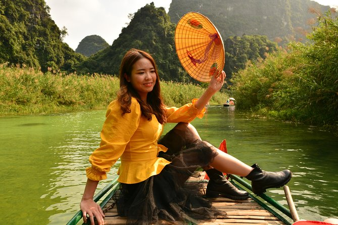 Ninh Binh Daily Tour: Hoa Lu - Am Tien Cave- Trang An boat ride
