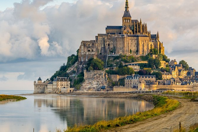 Private and guided tour of Mont St-Michel from Paris