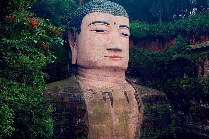 Private 2-Day Leshan Buddha and Mt. Emei Tour from Chongqing