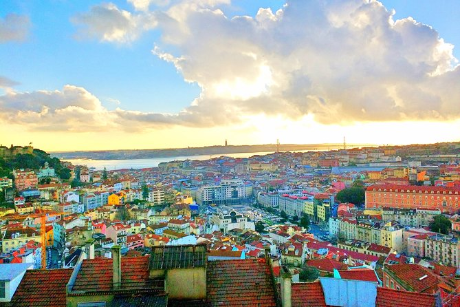 Private 8-hour tour of Lisbon with driver and official guide with Hotel pick up