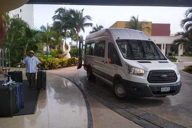 Cancun Airport Private Transfer One Way:To or From Cancun Hotel Zone Upto 15Pass