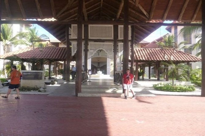 SUBURBAN or CADILLAC Punta Cana (PUJ) to ALL OCCIDENTAL RESORTS ROUND TRIP