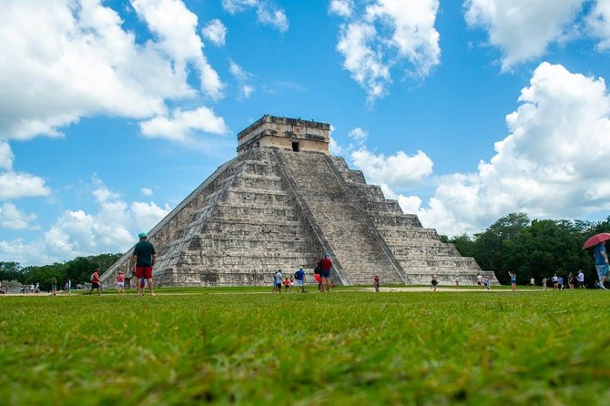 Full day tour to Chichén Itzá archeological site, Cenote and Valladolid.