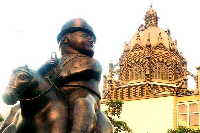 Comuna 13 + Downtown + Antioquia Museum Medellín City Tour 6H
