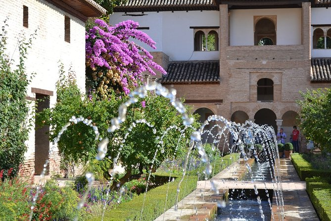Guided tour of the Alhambra: Generalife and its gardens