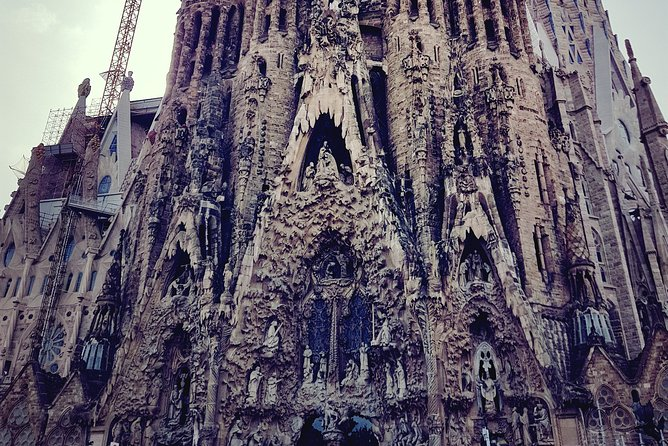Private complete Gaudi experience in Barcelona (2 days) with hotel pick up