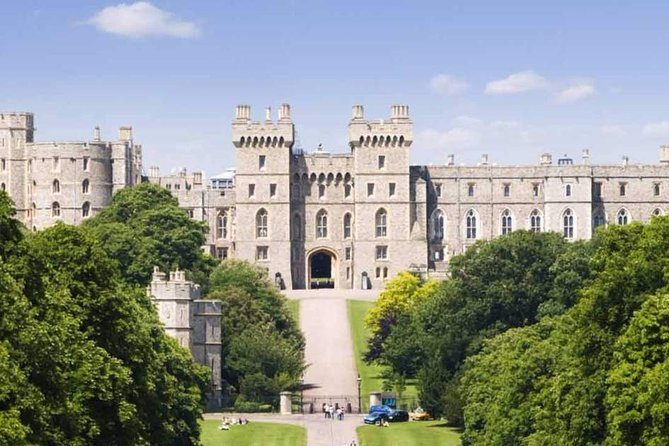 Windsor Castle, Stonehenge and Bath Tour Private