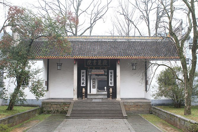 Private Changsha Historic and Cultural Tour to Provincial Museum and Yuelu Mount