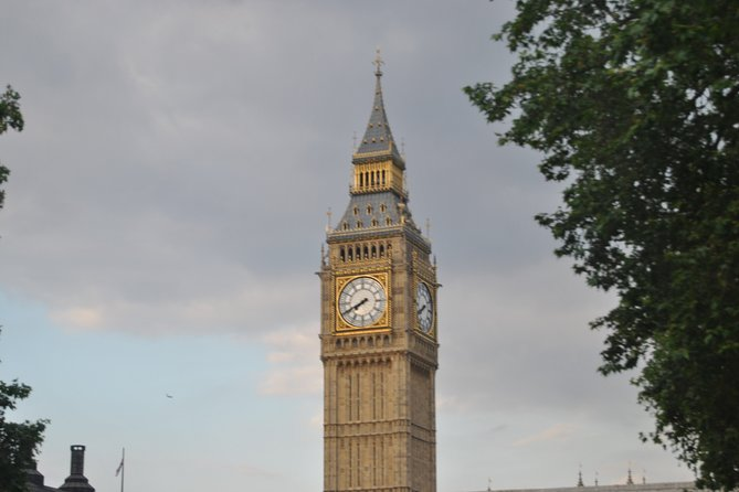 Private walking Tour of London with local guide