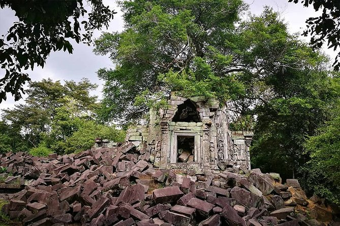 Beng Mealea and Banteay Srei Tour