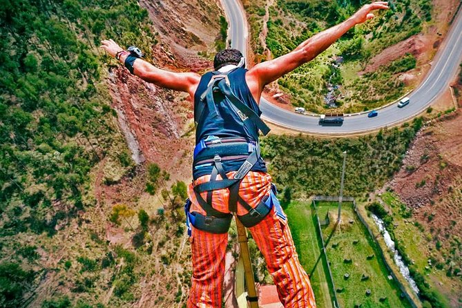 Bungee jumping in Cusco