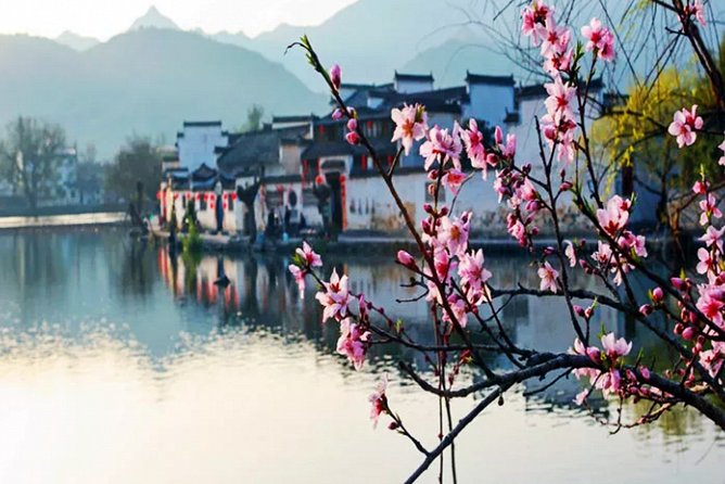 Hongcun and Xidi Ancient Village Private Day Tour from Huangshan